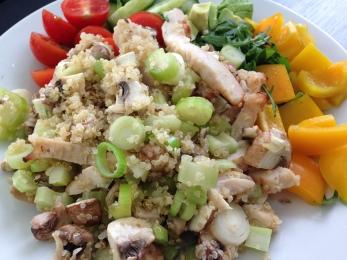 Arbeit_Salat mit Quinoa & Hähnchenstreifen