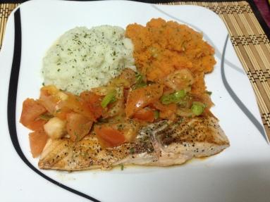 Dinner_Lachs_Blumenkohl-und Möhrenpüree