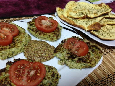 Dinner_Zucchini-Patties mit Wolkenbrot