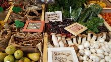 farmers-local-market-1547315_1920