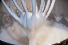 egg-white-snow-232655_1920