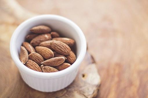 almonds-768699__340
