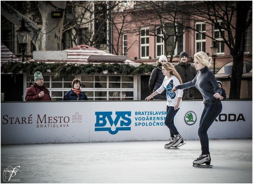 ice-skating-235540_1920