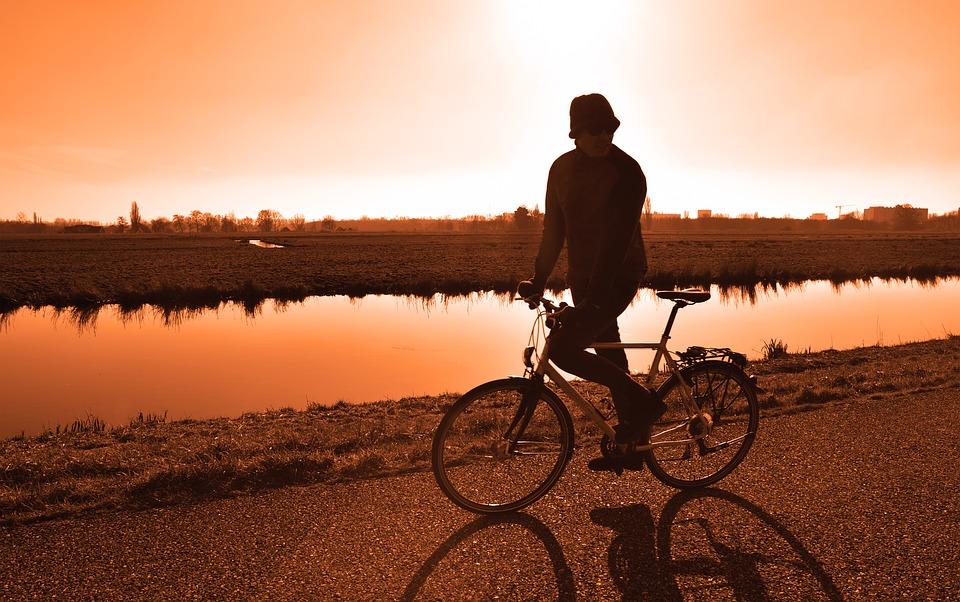 cyclist-3160787_960_720