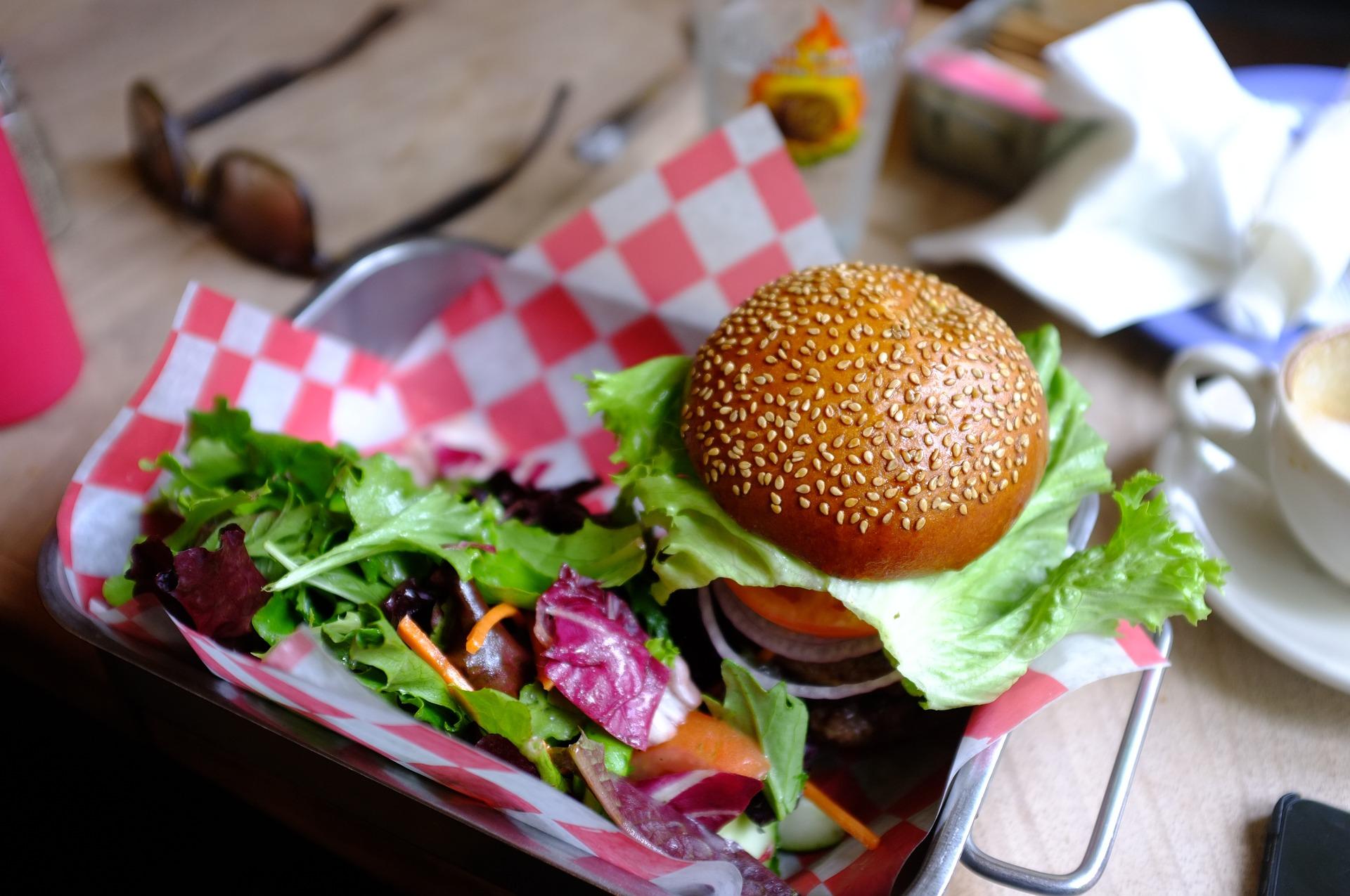 Veggie Grillen: Auberginen Burger mit Rote Bete