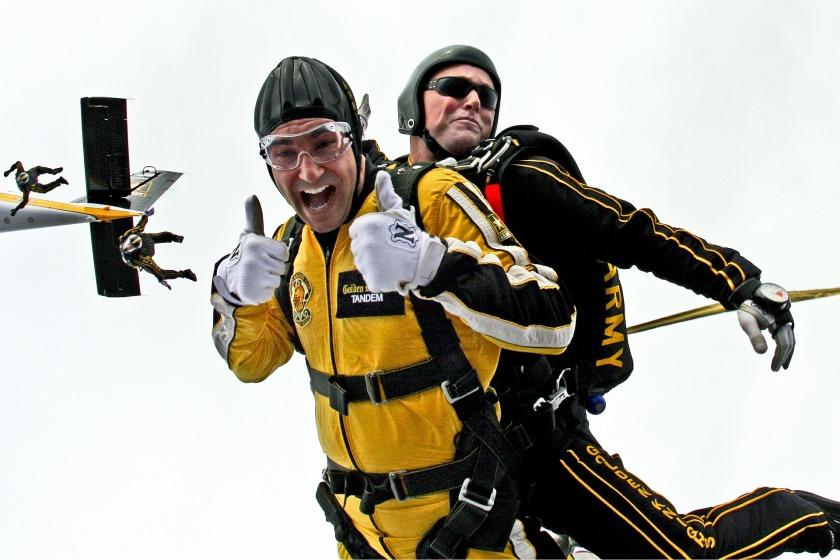 tandem-skydivers-603631_1920